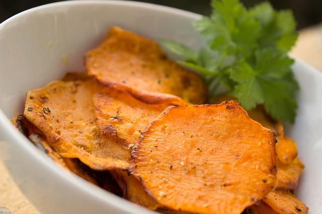 Süßkartoffel-Chips (gesund, lecker und rohvegan)